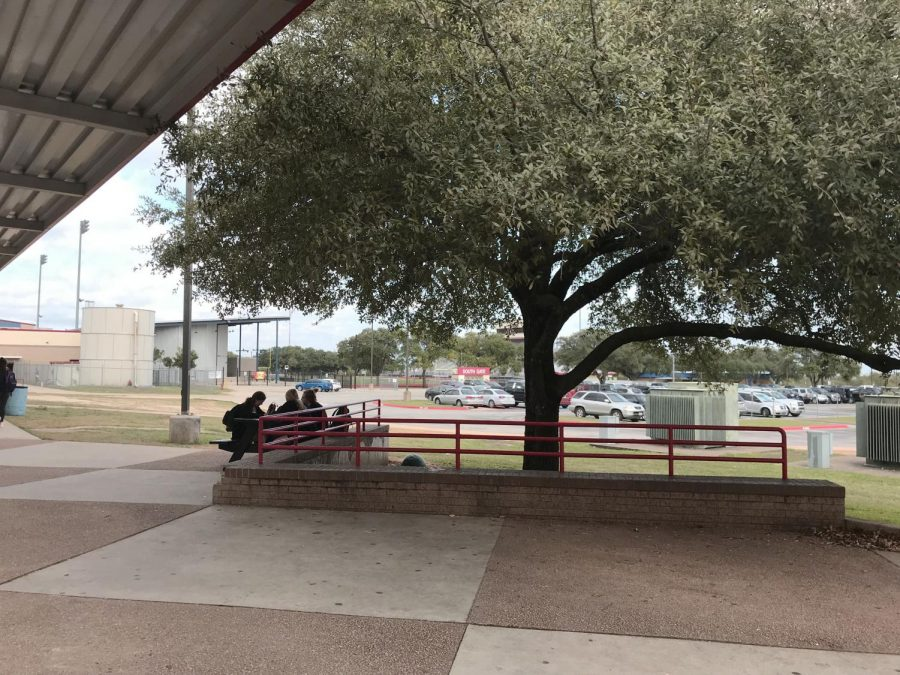 Should eating outside be allowed during all lunches?